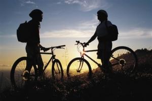 Новые тренды: футбол на велосипеде, рубка дров и подводный хоккей