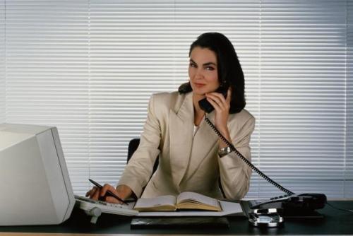 Жены хотят работать, а мужья не отпускают их на работу