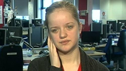 13-летняя британка икает на протяжении вот уже 10 недель